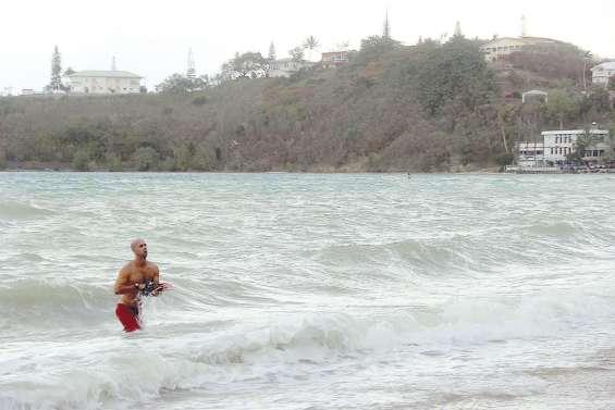 Les secours à la recherche d'un nageur disparu
