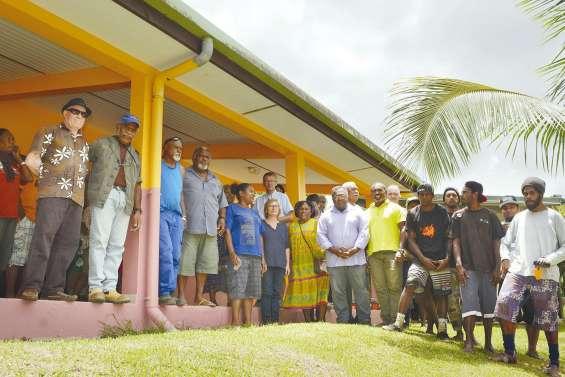 Des jeunes de Bouirou ont  rénové leur maison commune