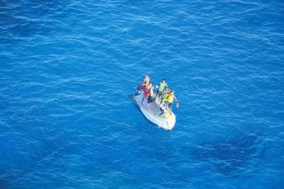 Six naufragés secourus à Bélep