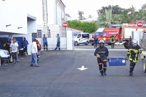 Un exercice des pompiers à l'agence Enercal