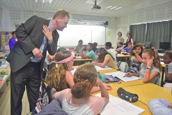 Le consul d'Australie  en visite au collège