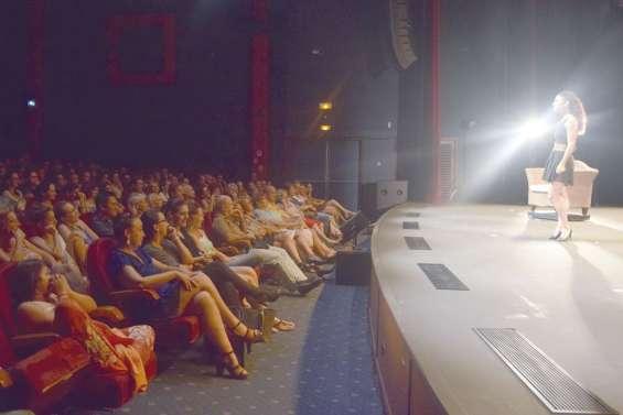 Une salle comble et un public conquis pour Myriam Sarg