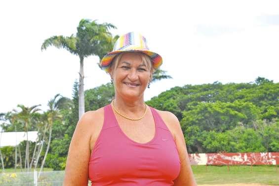 Muriel Song, un bon coup  de pinceau au comité des fêtes