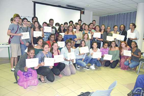 Le lycée du Grand Nouméa félicite ses diplômés