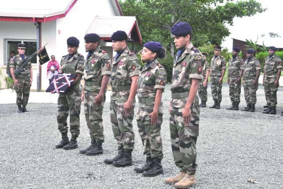Le RSMA a présenté 55 stagiaires au drapeau