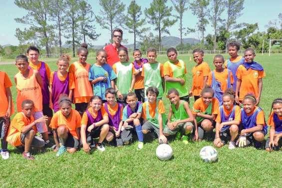 Une section football a été créée au collège Kawa-Braïno