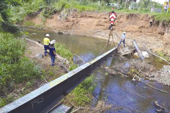 La passerelle effondrée dans la Karikouié a été repêchée