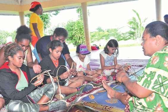 De jeunes vacanciers en immersion en tribu à Gamaï