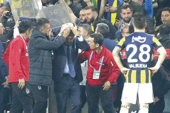 Un derby d'Istanbul arrêté pour violences