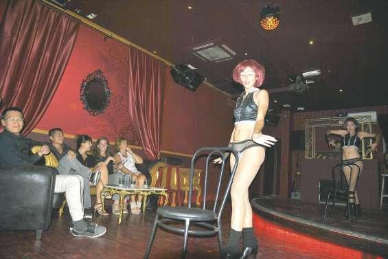 Le Mojo coffee club  mise sur le burlesque