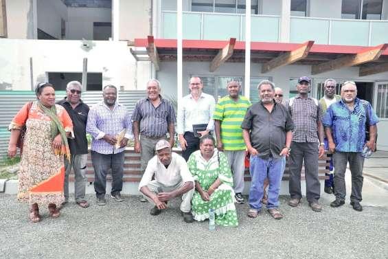 Le député des Îles  à la rencontre des Si Nengone