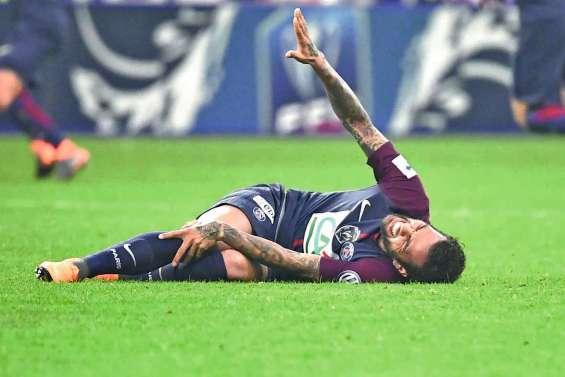 Dani Alves blessé, sueurs froides pour le Brésil
