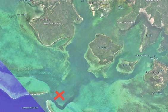Un minéralier échoué en baie de Népoui
