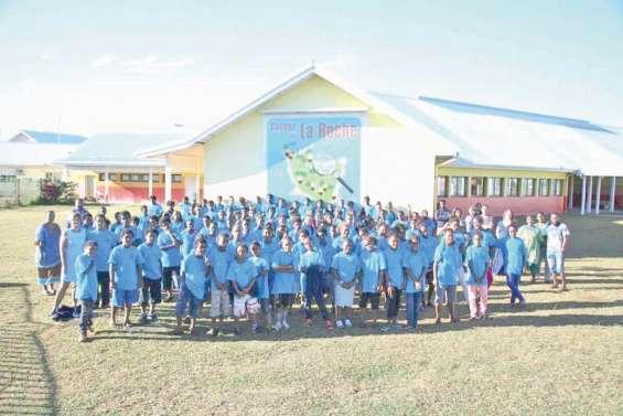 Les élèves de La Roche fiers de leur tenue commune