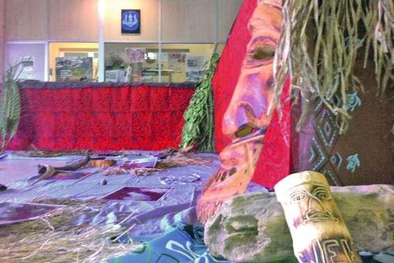Des artistes de Ponérihouen exposent  à la mairie jusqu'à demain