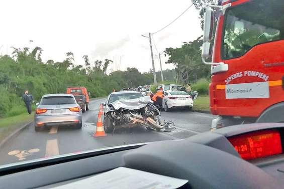 Un accident entre deux voitures provoque des bouchons sur la RP1