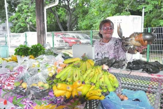 Les mamans à la fête au marché