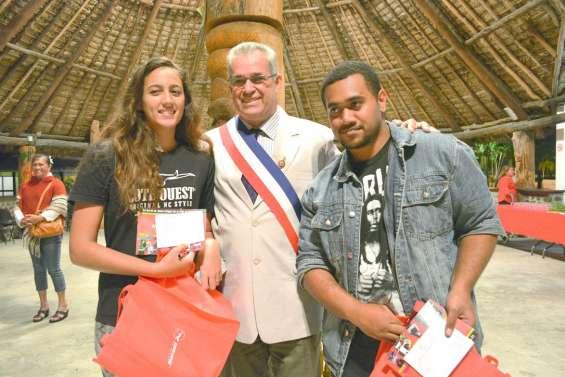 Les jeunes reçoivent leur première carte d'électeur