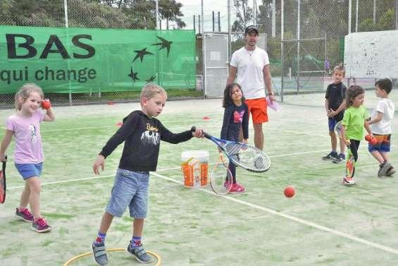 Jeux et matches au Tennis club