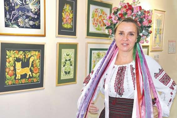 Une initiation à la peinture ukrainienne au centre culturel Yeiwene-Yeiwene