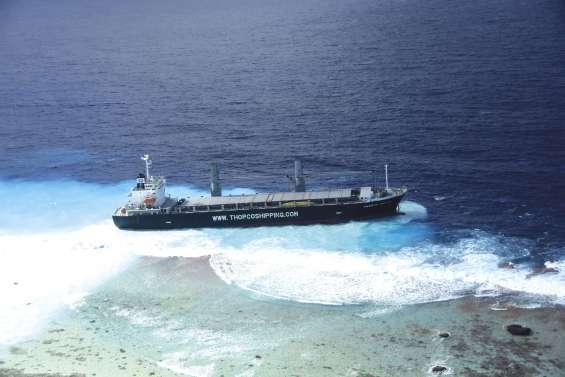 Un porte-conteneurs s'échoue aux Tuamotu