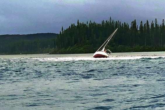 La Croix du Sud au secours d'un voilier échoué à Yaté