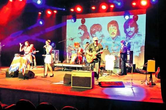 Sur la scène du centre culturel,  les Beatles n'ont pas pris une ride