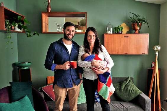 La Première ministre de retour au travail après son accouchement