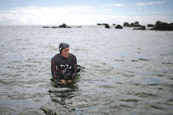 Pacifique à la nage : contraint à une pause