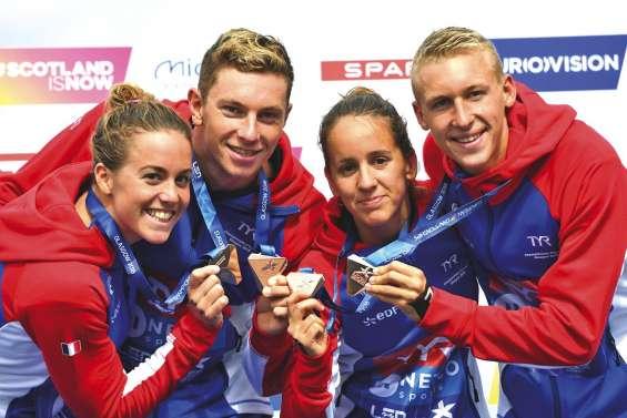 Lara Grangeon se pare de bronze avec le relais français