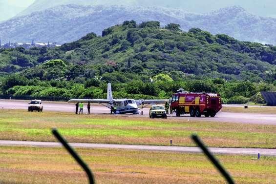 Un avion Nomad atterrit sur le ventre à Magenta