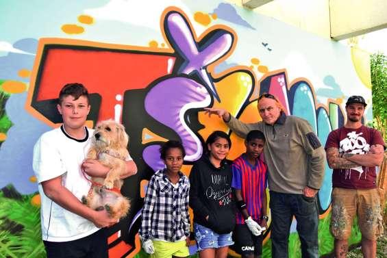 Les jeunes de la résidence Timanu redécorent les murs