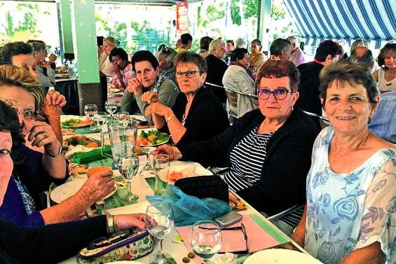 Les seniors prennent du bon temps à la Roche-Percée