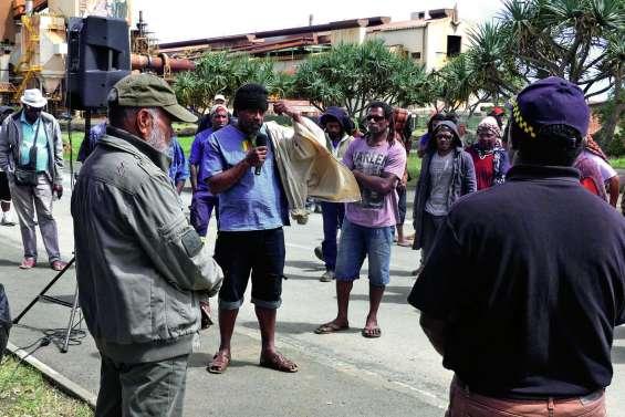 La CSTNC en soutien des bloqueurs du centre SLN de Kouaoua
