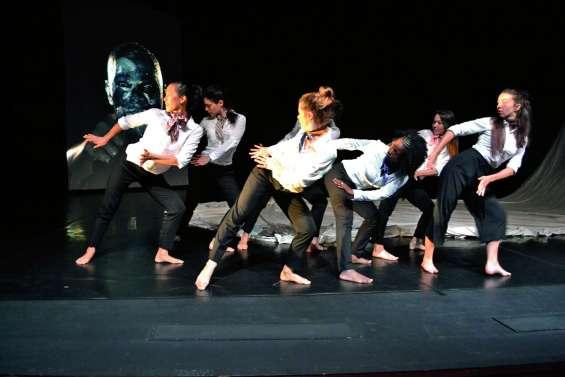 Un « sacré » spectacle de danse contemporaine au centre culturel