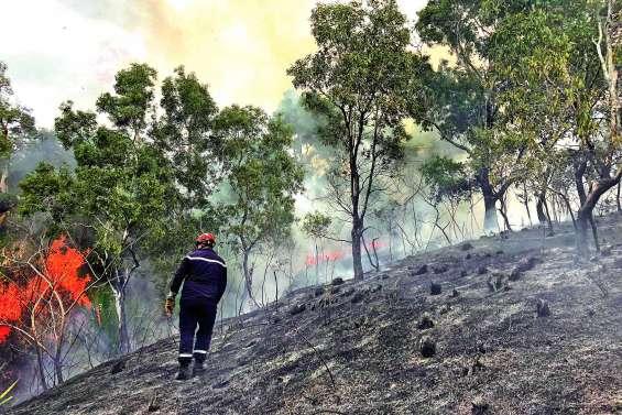 Tiawe en proie  aux flammes