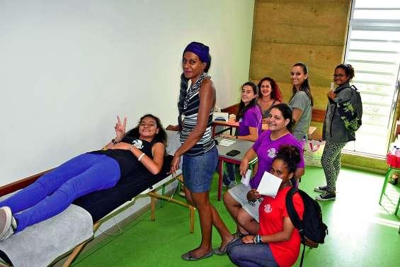 Les collégiens de Païamboué au contact des professionnels
