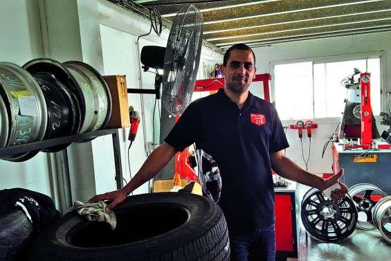 Ollivier Nizar part chercher une voiture  et de l'expérience en Métropole