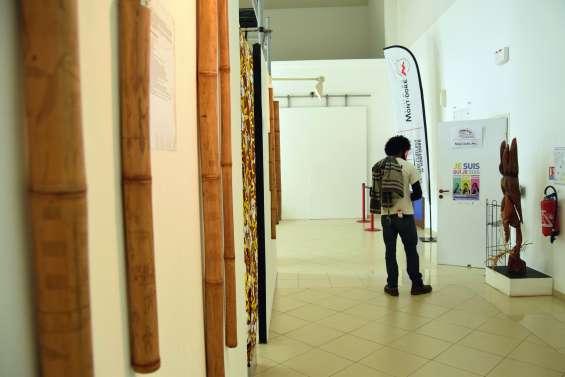 Des bambous et du verre gravé