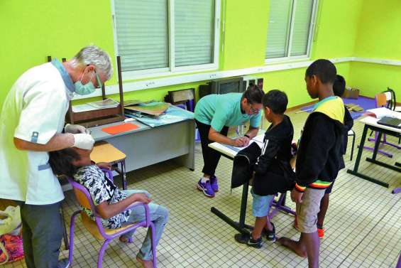 Aux bons soins du dentiste dans les écoles