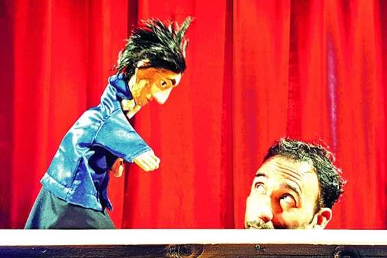 Des marionnettes en quête d'hauteur, au Colisée