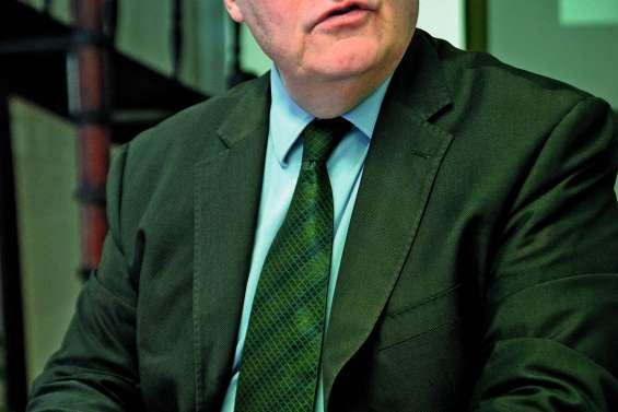Deux conférences  de François Asselineau, président de l'UPR