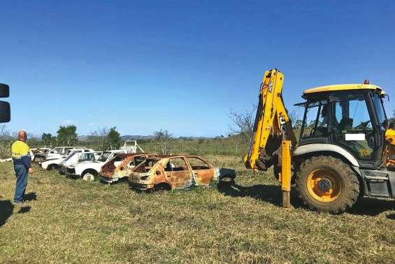 Cent quatre-vingts épaves de voiture enlevées