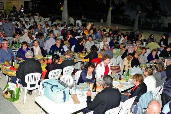 Plus de 600 personnes à la Table de l'amitié pour la bonne cause