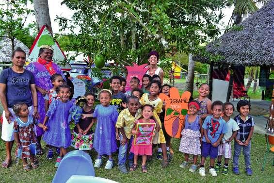 Les enfants présentent leur projet aux familles
