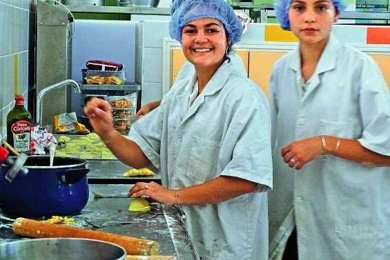 Un buffet aux quatre saveurs préparé par les élèves