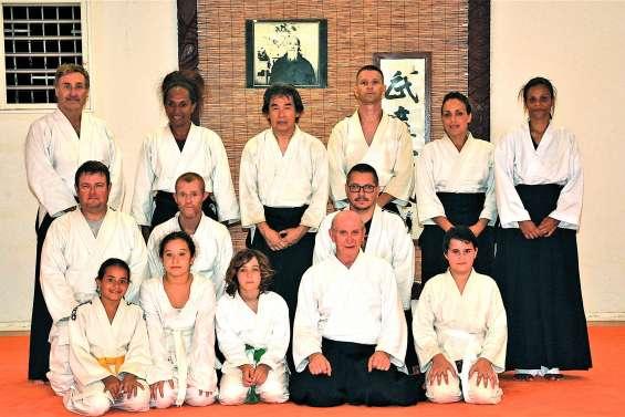 Un maître sillonne  les tatamis du pays