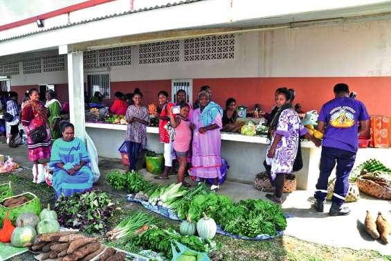 Un marché a réuni les femmes de Nengone