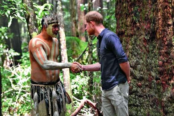 Harry rencontre des Aborigènes sur l'île Fraser