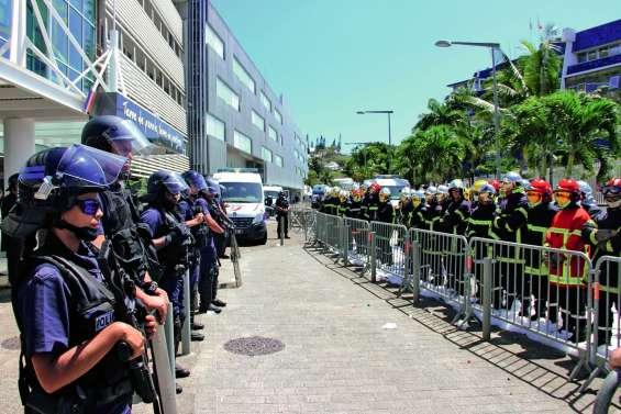 En grève, les pompiers réclament l'intervention de l'État